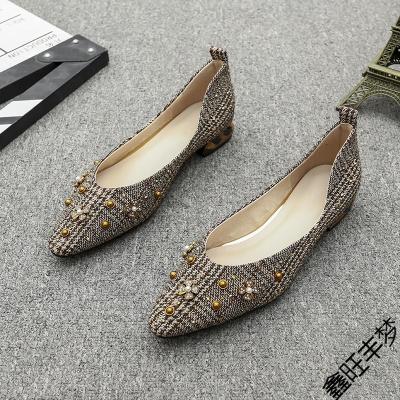 尖頭單鞋女春秋季2020新款鉚釘格子布平底低粗跟復古百搭淺口女鞋